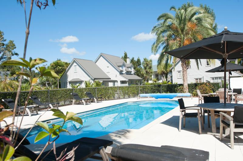 Heated swimming pool - Chapel Cottage - Russell - rentals