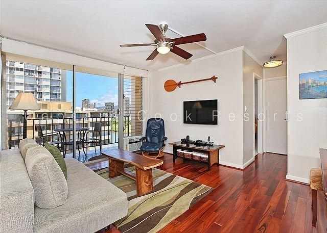 Great views, deluxe 1 bedroom, AC, washer/dryer, washlet, WiFi, parking. - Image 1 - Waikiki - rentals