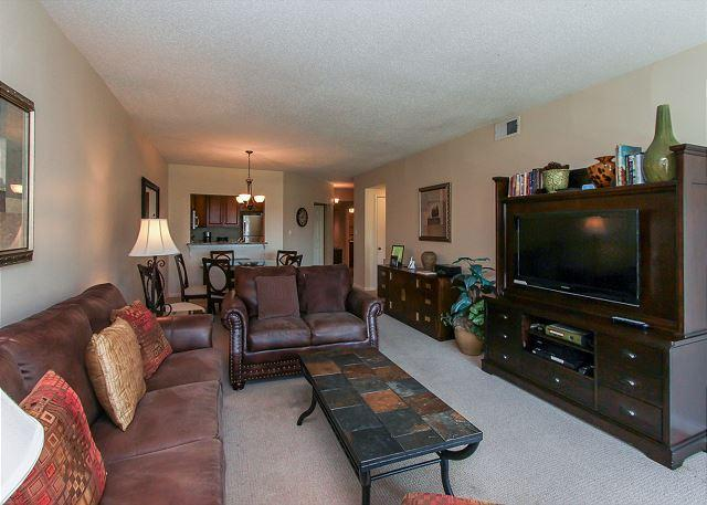 Living Area - 134 Shorewood-Glorious Landscapt to Ocen views, Zero Entry Pool & Kiddy Pool - Hilton Head - rentals
