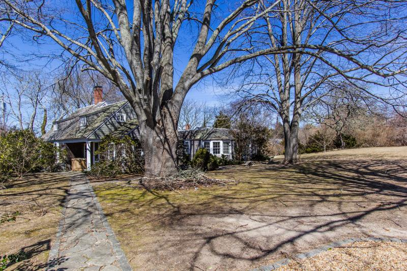 Exterior of House - CARBG - COTTAGE IN THE HEART OF DOWNTOWN EDGARTOWN, WALK TO VILLAGE CENTER AND HARBOR AREA, HUGE TREED BACKYARD FOR YOUR OUTDOOR ENJOYMENT - Edgartown - rentals
