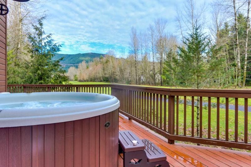 Mountain lodge w/ access to community pool, hot tub, & sauna - Image 1 - Welches - rentals