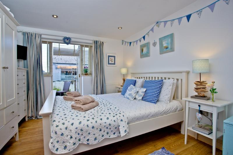 Pebbles, Endsleigh Court located in Dartmouth, Devon - Image 1 - Dartmouth - rentals