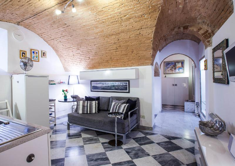 Romantic 1 Bedroom  with Wifi in Florence - Image 1 - Florence - rentals