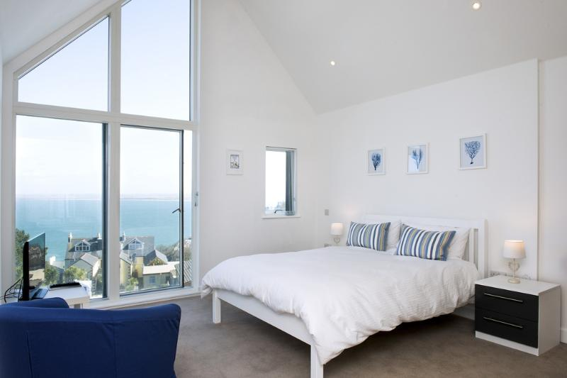 The Penthouse, 11 Salt located in St Ives, Cornwall - Image 1 - Saint Ives - rentals