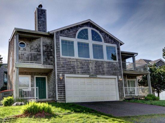 Sea Mist - Large open kitchen and a ocean view 4 bedroom 4 bath Sleeps 10 - 35604 - Image 1 - Cannon Beach - rentals