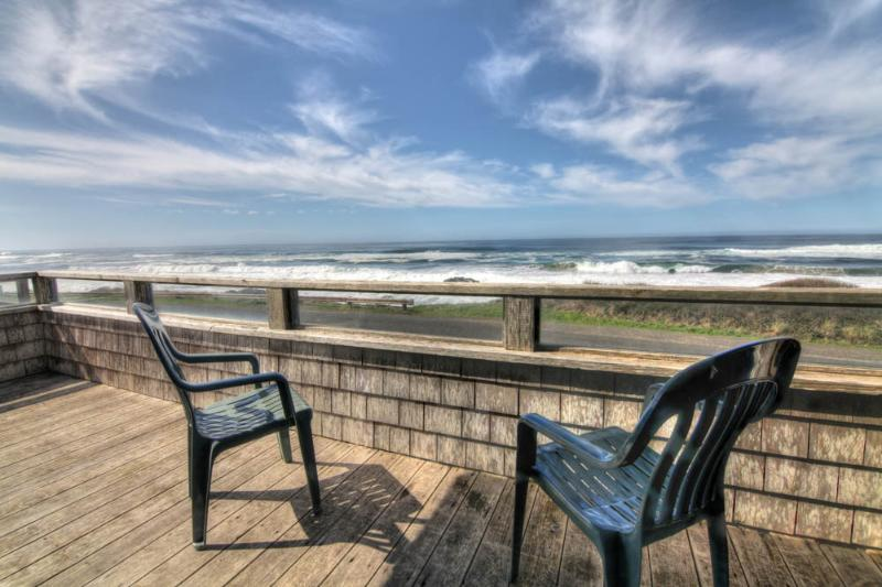 Sea Palace! Ocean Front in Yachats with a Hot Tub! - Image 1 - Yachats - rentals