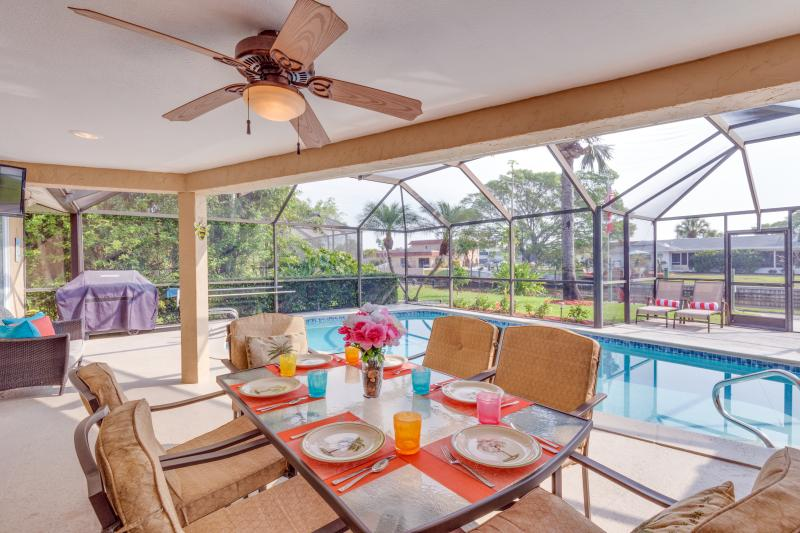 Dining on the Lanai, Poolside Alfresco - Sunrise from Lanai, heated pool, hot tub & Beach - Cape Coral - rentals