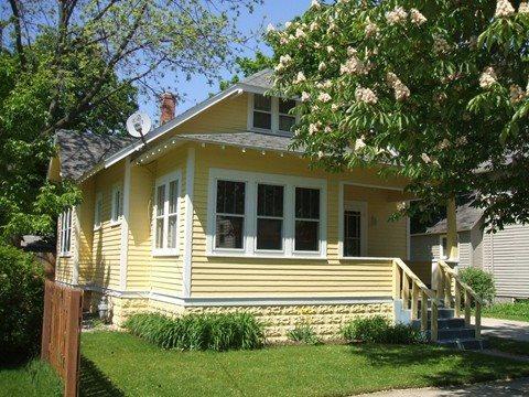 Exterior - 225 Van Buren - Cozy Cottage - Weekly stays begin on Saturdays - South Haven - rentals