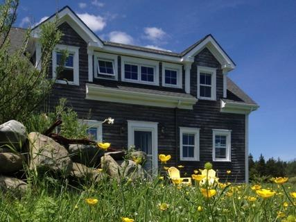 Orchard Point is a 19th Century Sea Captain's haven that has been lovingly restored. - Orchard Point - Shelburne - rentals