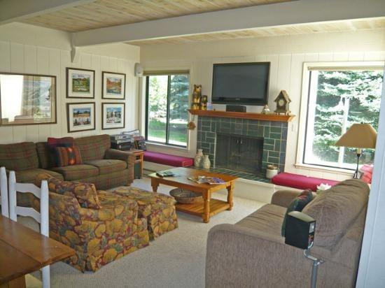 Nice living area with flat screen TV and fireplace  - Villager #1325- Sun Valley - close to village; - Sun Valley - rentals
