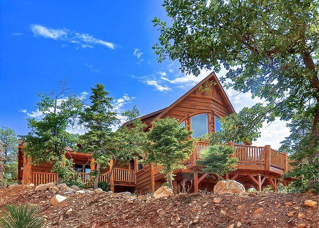 The Lodge at High Timber Ranch. Endless Views, spa pool table! - Image 1 - Big Bear Area - rentals