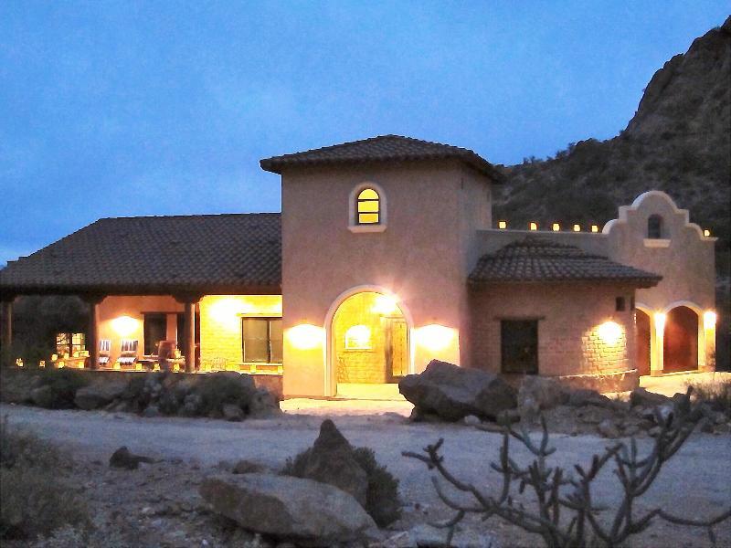Adobe Beauty:Enjoy Rooftop Sunsets & Wildlife Show - Image 1 - Tucson - rentals