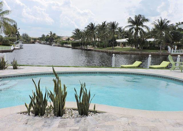 Casa Verde Endless Waterfront Views Tiki Hut / Pool 3/3 for 6 guests - Image 1 - Fort Lauderdale - rentals