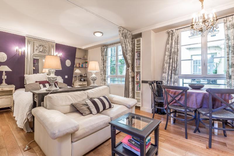 Le Beau Marais - A Most Elegant Stay! - Image 1 - Paris - rentals
