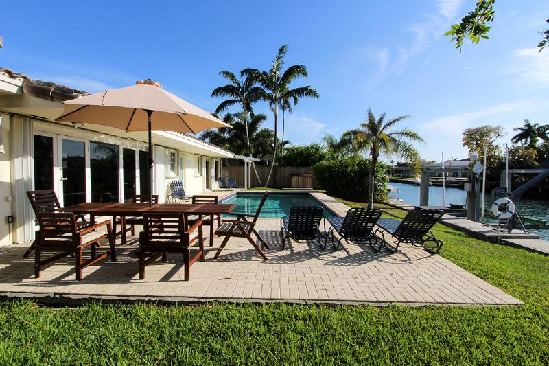 Miami Beach, Waterfront,Dec 6 to Dec 19 $2250/wk-Dec 20 to Jan 4 $7800/wk - Image 1 - Miami Beach - rentals