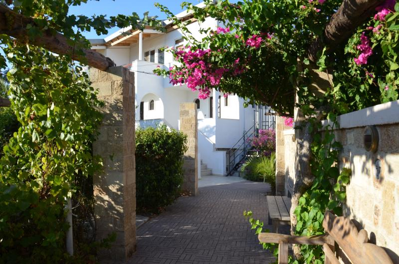 Villa Panagos, apartment 90sqm - the place to be! Situated close to the beach, bars and shopping! - Apartment 90sqm , Faliraki,Rhodes, sleeps 4+2 - Faliraki - rentals