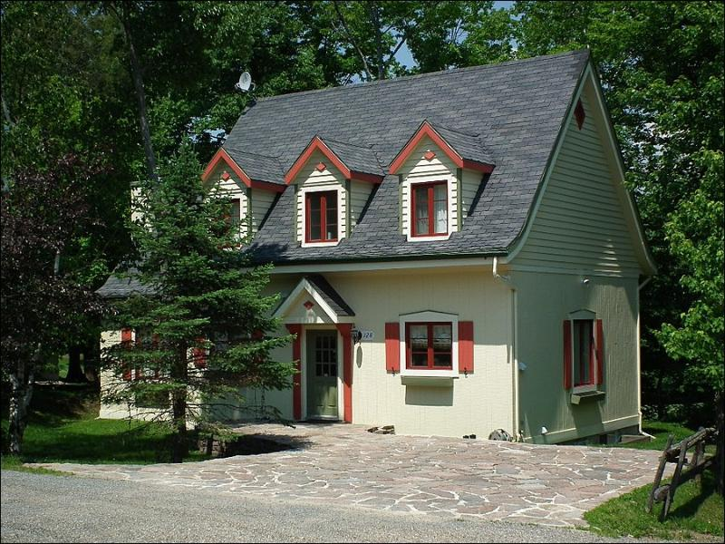 Exterior View - Scenic Mountain Views  - Beautiful Home Perfect for large Gatherings (6062) - Mont Tremblant - rentals