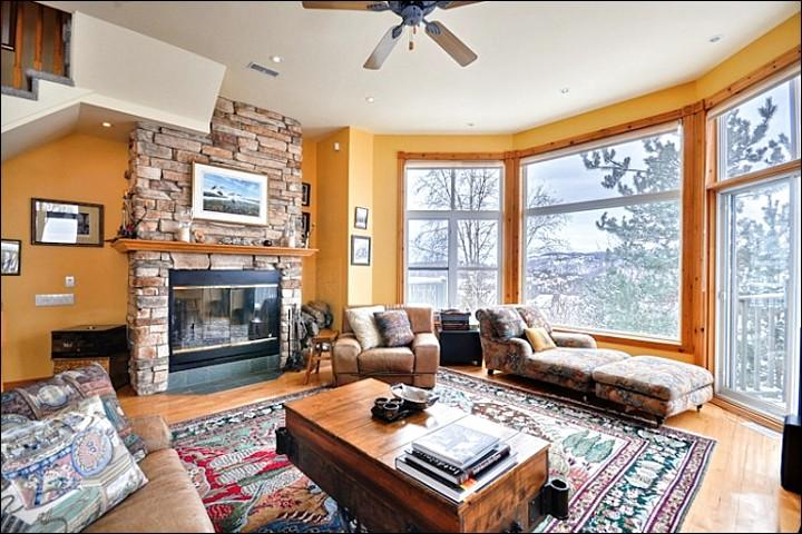Cheerful Living Room has a Gas Fireplace and Large Windows - Beautiful Panoramic Views - Short Walk to Village Attractions (6202) - Mont Tremblant - rentals