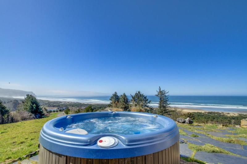 Gorgeous oceanfront home with great views, private hot tub! - Image 1 - Neskowin - rentals