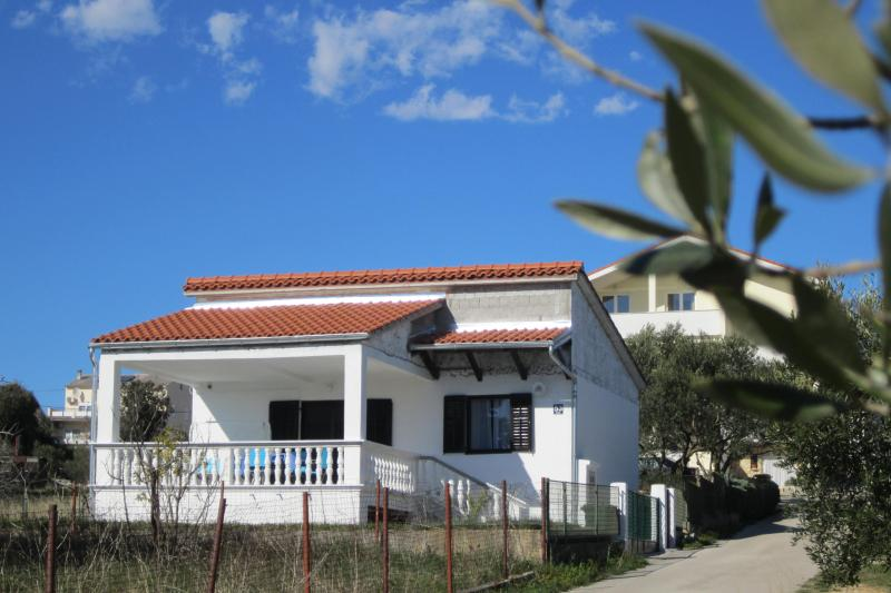 Private house Mirta - Image 1 - Pakostane - rentals