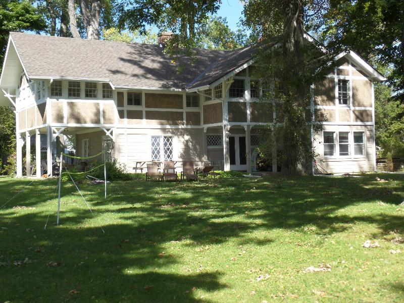 Grill and relax - Spectacular Beachfront Home - Sleeps 15! - Fort Erie - rentals