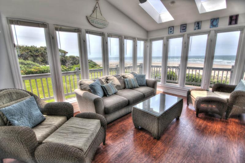 Ocean Front on a Sandy Beach & Hot Tub! - Image 1 - Waldport - rentals