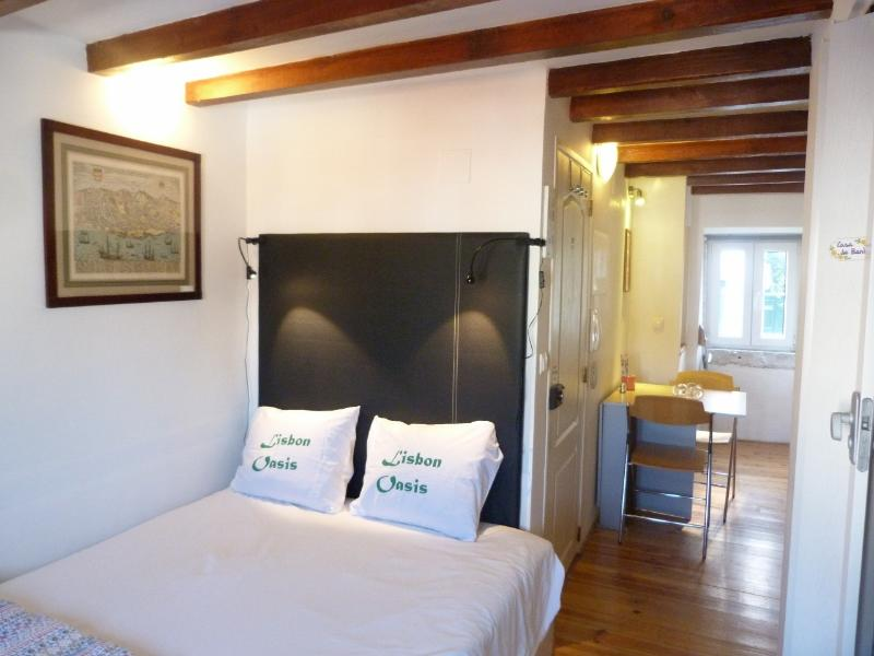 Leather headboard in refurbished flat dating back to 1690s! - MOURARIA II, centrally-located studio & view - Lisbon - rentals
