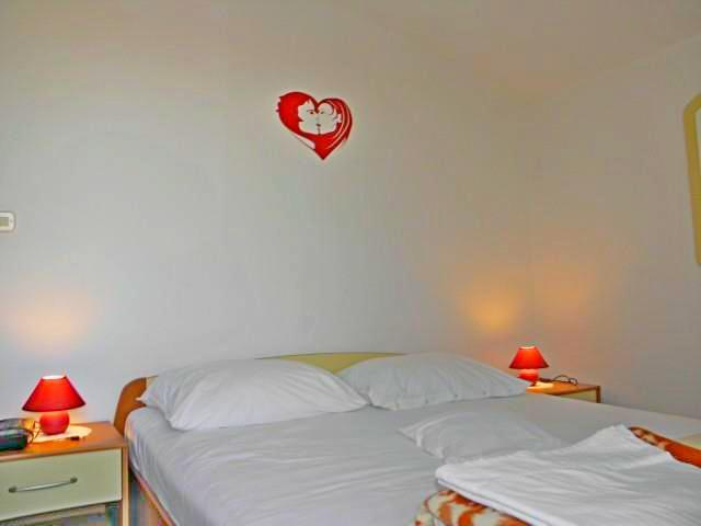 Apartments Miroslava - 10581-A1 - Image 1 - Vodice - rentals