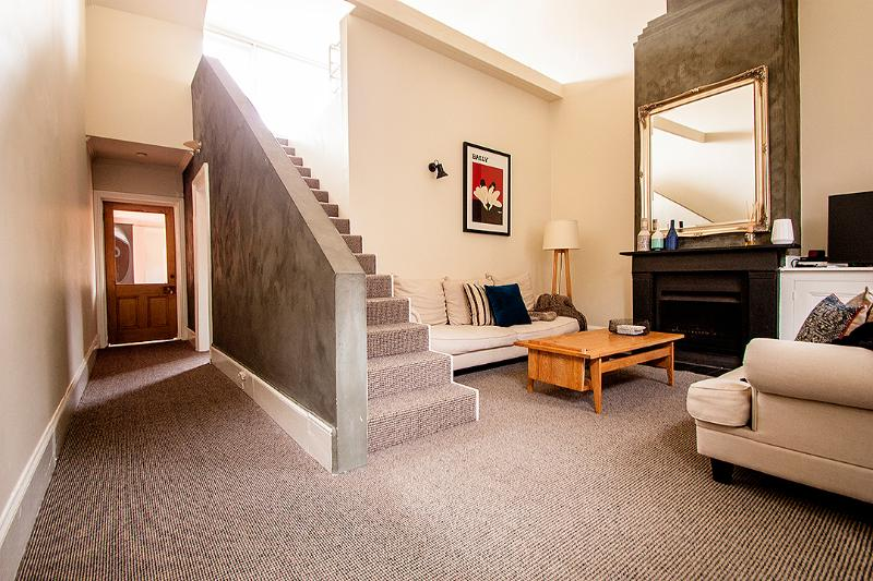 Beautiful lounge with open fireplace - Little Charles - Fitzroy - rentals