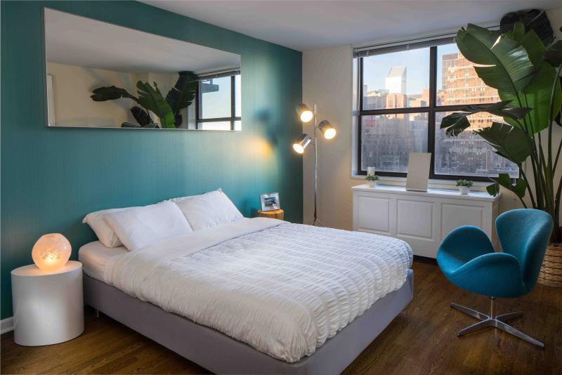 Murray Hill/UN 1-Bedroom Doorman Apartment - Image 1 - New York City - rentals
