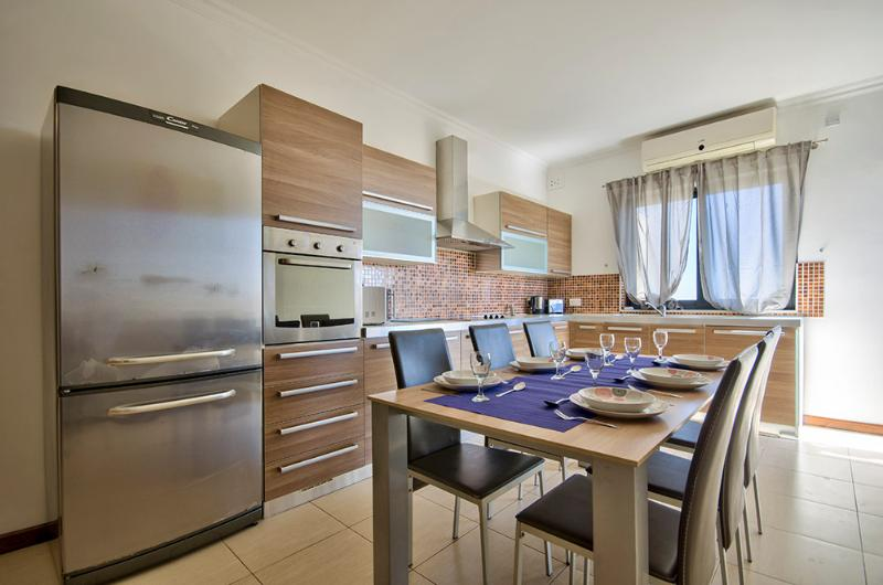 Kitchen - Stunning, Sliema, Comfortable, 3-bedroom Apart - Sliema - rentals