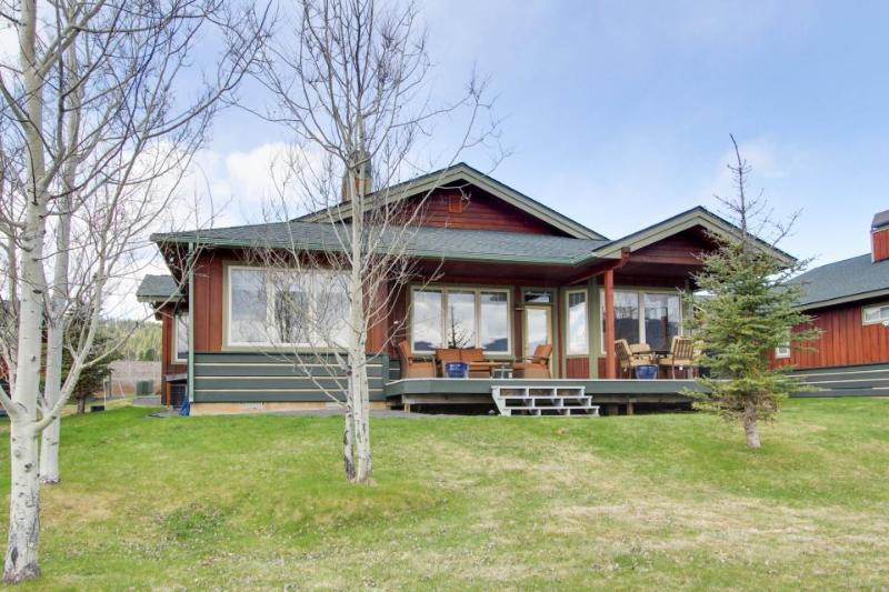 Right on the second fairway, seasonal pool, golf views! - Image 1 - New Meadows - rentals
