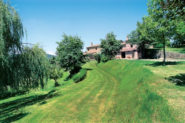 A  beautifully restored farmhouse, in harmony with the surrounding countryside. HII FON - Image 1 - Siena - rentals