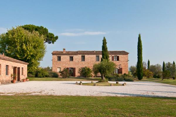 Fantastic Tuscan villa with private tennis court, 8 bedrooms set in two self contained buildings, located near Montepulciano and Cortona SAL PIN - Image 1 - Tuscany - rentals