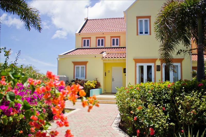 Stunning sea view villa - 5 minutes walk from the beach  - Perfect for families & snorkeling hotspot - Image 1 - Westpunt - rentals