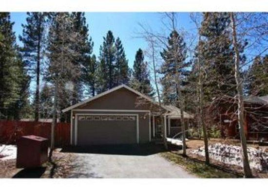Remodeled home, great in town location with wifi, fenced backyard - Image 1 - South Tahoe - rentals