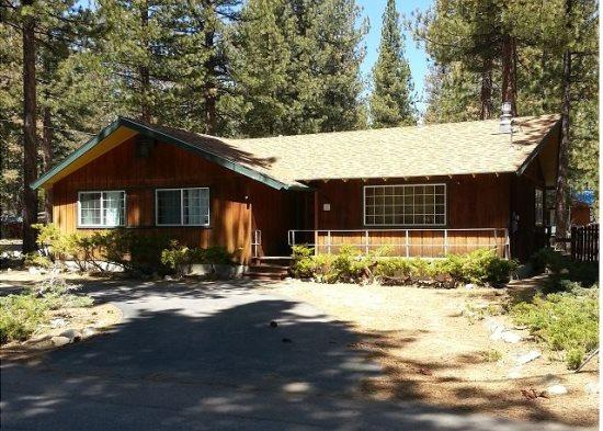 941B-Great cabin in area of original Tahoe cabins, gas fireplace and hot tub, new wood floors - Image 1 - South Lake Tahoe - rentals
