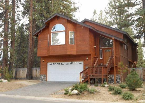 V2-Large Tahoe cabin style home, close to all Tahoe activities, wonderful hot - Image 1 - South Lake Tahoe - rentals
