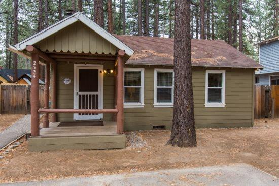 2524K-Newly remodeled cabin, cute and cozy, gas fireplace, two flatscreen TV`s - Image 1 - South Lake Tahoe - rentals