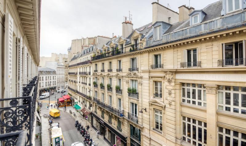 Expansive views down the Rue des Peres - *15% OFF* Outstanding Location, Stylish Decor - Clichy - rentals