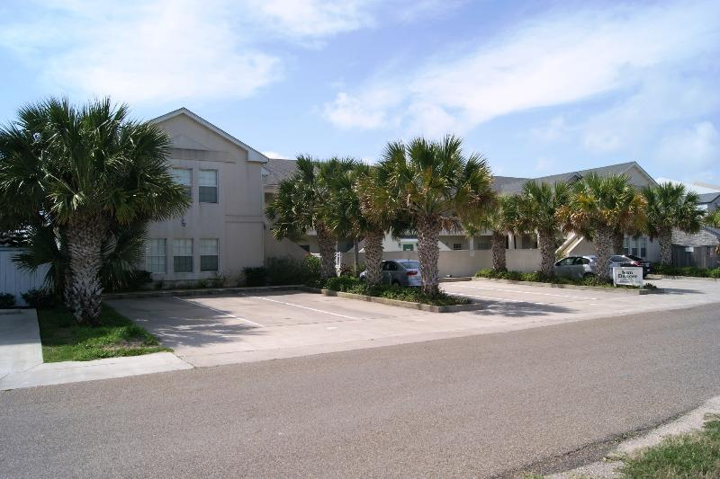Sun Dancer- mid island 2-3 minute walk to beach - Image 1 - South Padre Island - rentals