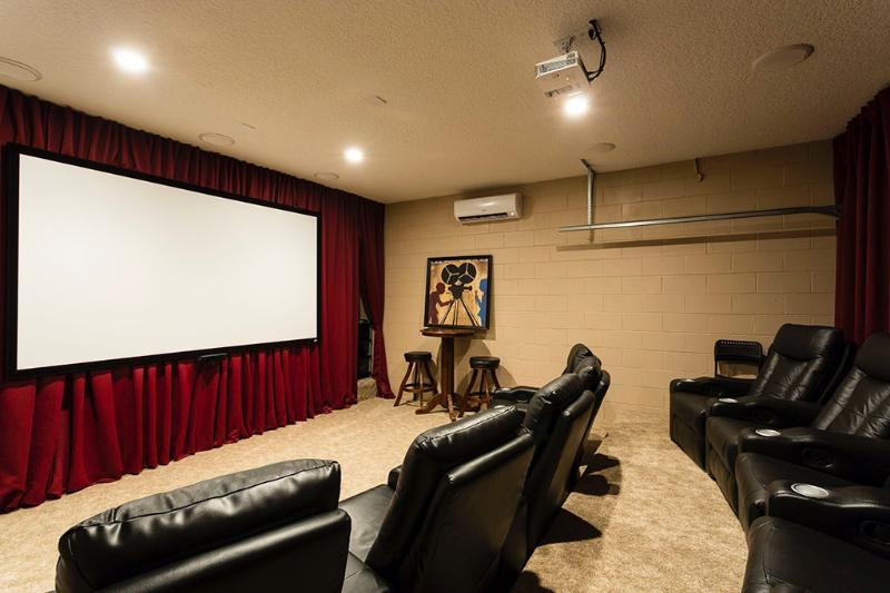 Incredible movie theater - HUGE screen - Movies/TV/Play Xbox with Kinect - Movie Theater-South Facing Pool-Themed Bedrooms-Everything New - Four Corners - rentals