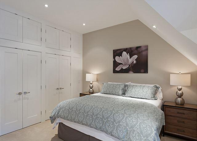 Master Bedroom with Built-In Cabinets - Cedar Ridge 14 | 3 Bedroom Renovated Ski In/Ski Out Townhome, Private Hot Tub - Whistler - rentals