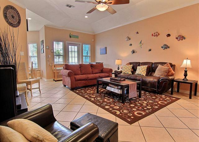 Living Area - Coconut Charlie's: Boardwalk to Beach, Pets, Pool, Outdoor Seating - Port Aransas - rentals