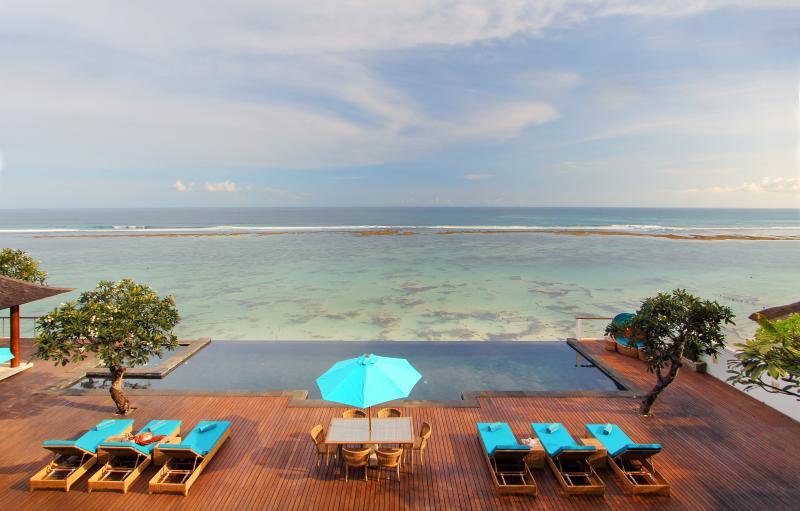 OMG, 4 Bedroom Villa Luxury Ocean Front Nusa Dua - Image 1 - Nusa Dua - rentals