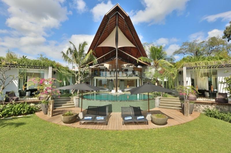 Toraja Luxury 4 Bedroom Villa, Canggu - Image 1 - Canggu - rentals