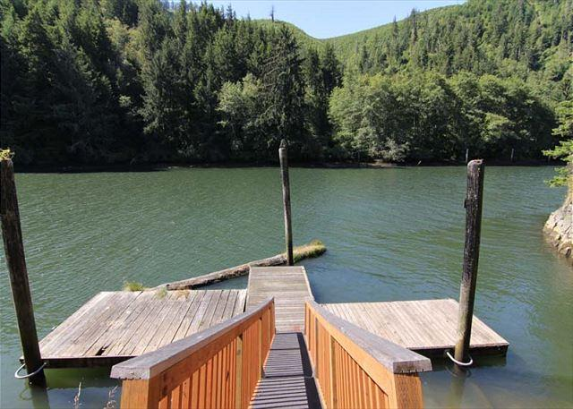 Cozy Riverfront House off Siletz - Image 1 - Lincoln City - rentals