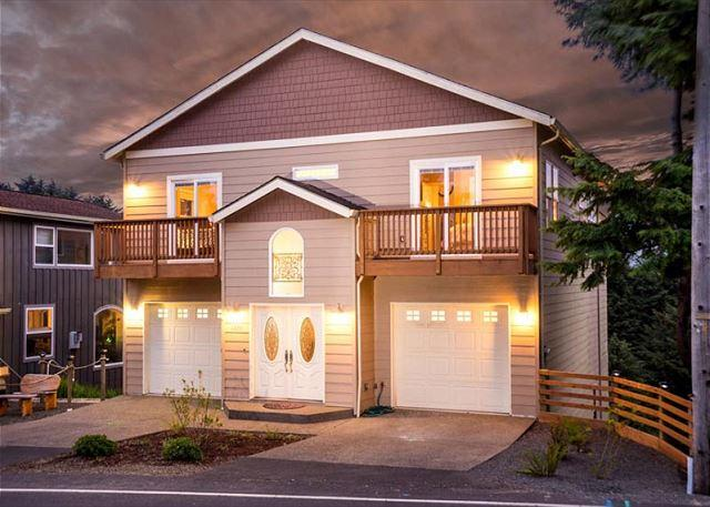4000+ Square Ft Luxury Home With Ocean Views and Multiple Bonus Rooms - Image 1 - Lincoln City - rentals