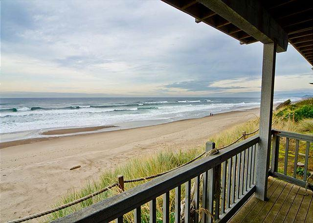 Spacious Oceanfront Elegance with Hot Tub and Private Beach Access! - Image 1 - Gleneden Beach - rentals