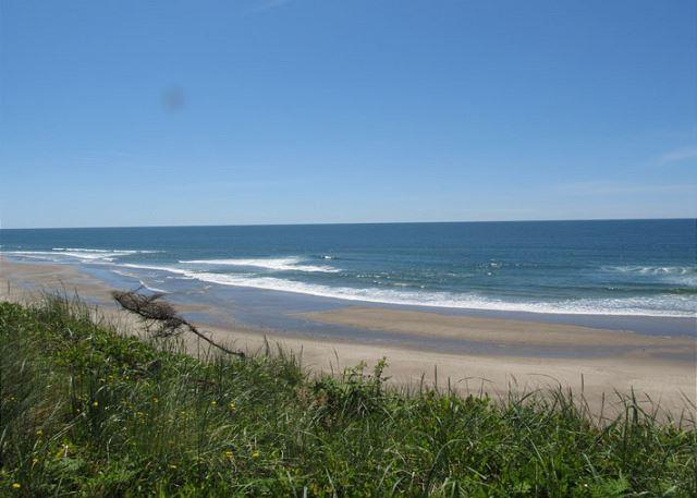 Accessible Oceanfront Home Near Beach Access in Roads End - Image 1 - Lincoln City - rentals